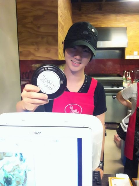 Yesung help his mom in Handel and Gretel