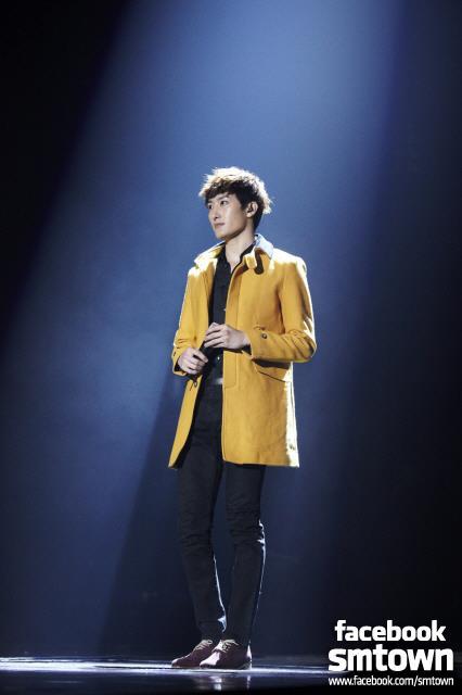 [SUPER SHOW4] Zhoumi's solo stage [FACEBOOK SMTOWN STAFF]