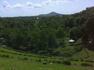 pemandangan lereng bukit Waduk Malahayu