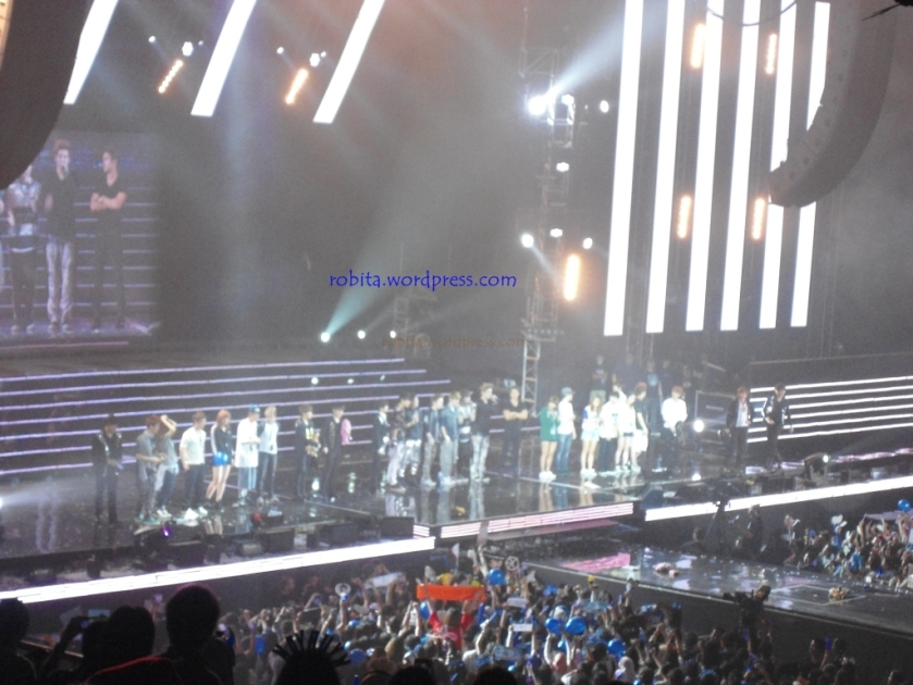 Closing SS4INA day 2 (with EXO-M and dancers)